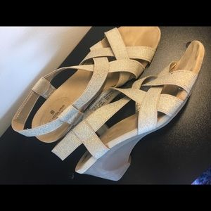 Womens' Short Wedges